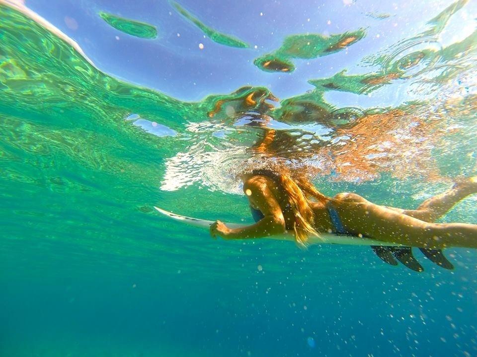 Surfista mexicana Jimena Ochoa revelou que tinha pavor do mar quando criança