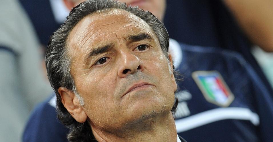 10.set.2013 - Cesare Prandelli, técnico da Itália, acompanha seus jogadores durante a partida contra a República Tcheca pelas eliminatórias da Copa-14