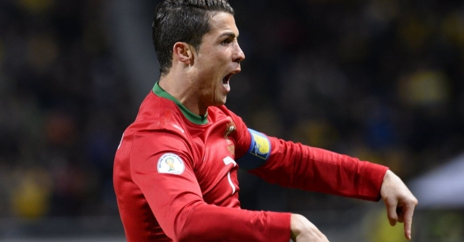 19.nov.2013 - Cristiano Ronaldo comemora após marcar o seu primeiro gol na partida entre Portugal e Suécia pela repescagem europeia para a Copa do Mundo-2014; portugueses venceram por 3 a 2 e garantiram vaga no Mundial