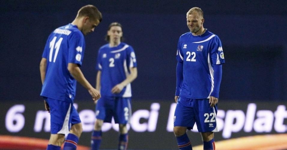 19.nov.2013 - Gudjohnsen, ex-atacante do Barcelona, lamenta derrota da Islândia para a Croácia na repescagem europeia para a Copa; resultado classificou os croatas para o torneio