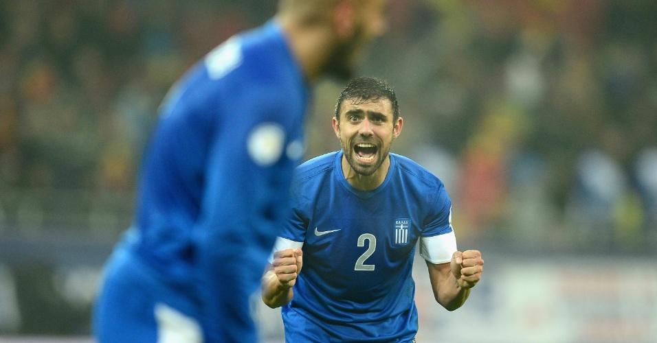 19.nov.2013 - Ioannis Maniatis comemora a classificação da Grécia para a Copa do Mundo-2014; vaga foi confirmada após o empate por 1 a 1 com a Romênia