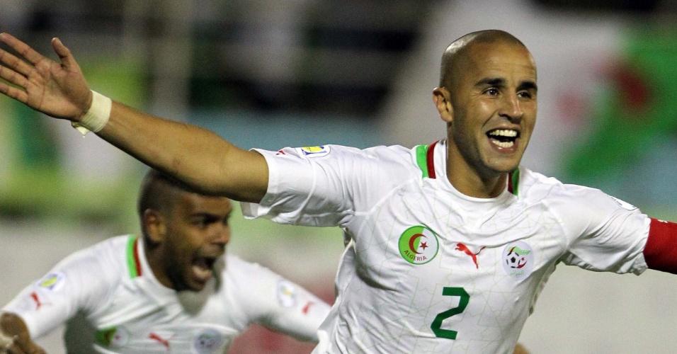 19.nov.2013 - Madjid Bougherra comemora após marcar o gol da vitória por 1 a 0 da Argélia sobre Burkina Fasso; resultado classificou os argelinos para a Copa-2014