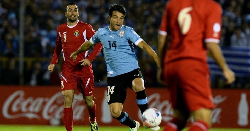 20.nov.2013 - Meia do Botafogo, Lodeiro foi titular da seleção do Uruguai contra a Jordânia, em Montevidéu, no jogo de volta da repescagem mundial da Copa-2014