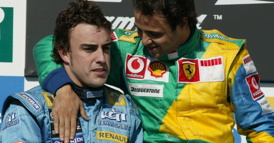 22.10.06 - Fernando Alonso e Felipe Massa no pódio do GP Brasil