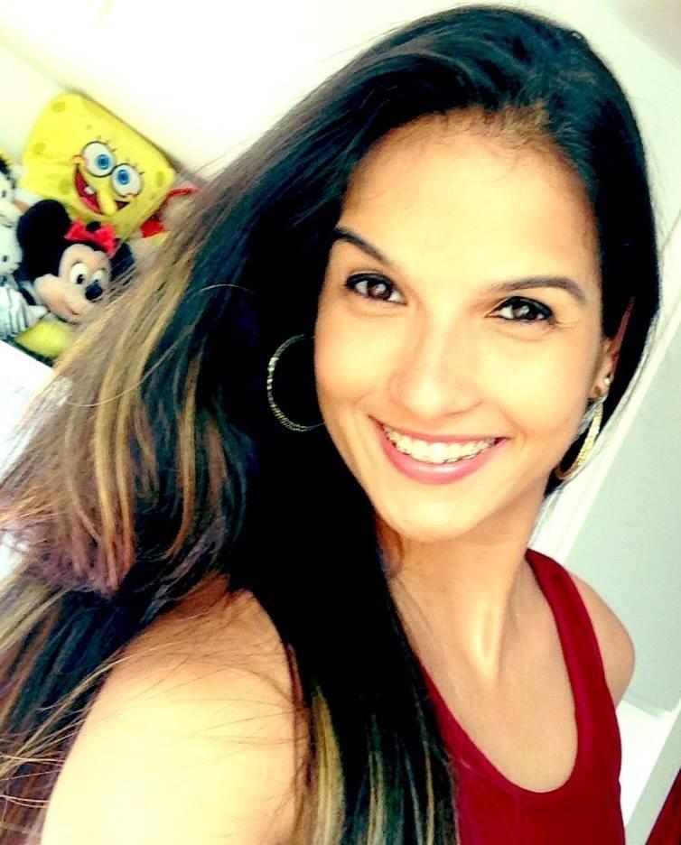 Conhecida também pela beleza, Raphaella Galacho admite que em competição é difícil se cuidar: 'só de por e tirar o capacete, já não há cabelo que aguente (risos)'