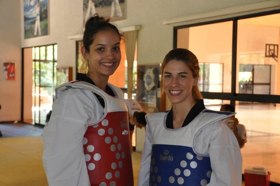 Raphaella foi ouro nos Jogos Sul-Americanos de Medellín, em 2010, e foi campeã dos Jogos da Lusofonia de Lisboa, em 2009