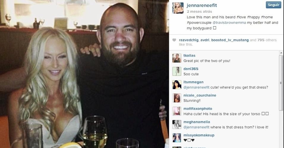 Casal formado pelo top 5 dos pesados do UFC Travis Browne e a modelo Jenna Renee sempre posta fotos carinhosas nas redes sociais