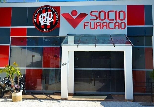 Espaço Sócio Furação, local para retirada de ingressos da torcida do Atlético-PR para final da Copa BR