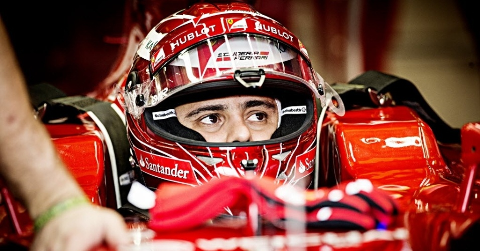 Felipe Massa se prepara para ir à pista no treino livre de sexta em São Paulo