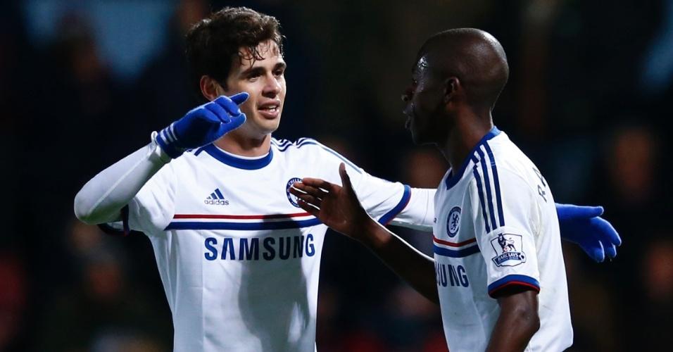 23.nov.2013 - Brasileiros Ramires e Oscar comemoram o segundo gol do Chelsea contra o West Ham pelo campeonato Inglês