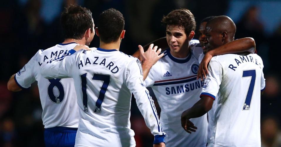 23.nov.2013 - Jogadores do Chelsea comemoram o gol de Oscar contra o West Ham