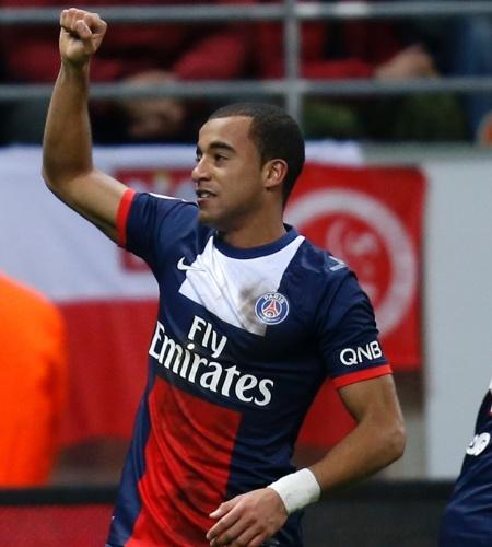 23.nov.2013 - Lucas comemora após marcar gol do PSG contra o Reims