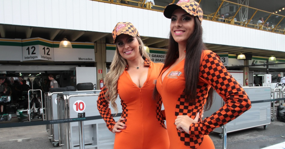 24.11.2013  - Grid girls desfilam no paddock no GP de Interlagos