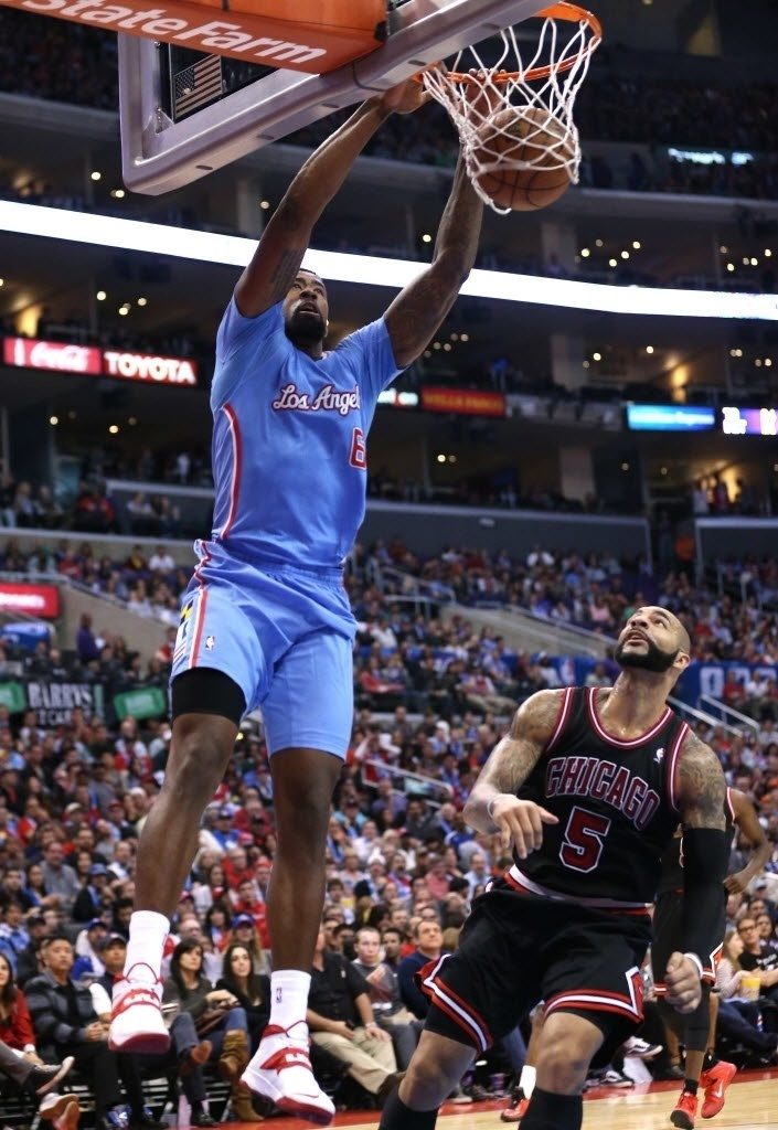 24.nov.2013 - DeAndre Jordan enterra pelos Clippers contra o Bulls, na vitória do time de Los Angeles por 121 a 82