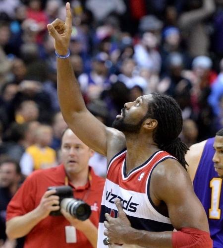 26.nov.2013 - Nenê comemora a vitória do Washington Wizards por 116 a 111 sobre o Los Angeles Lakers, em partida que o pivô brasileiro bateu seu recorde pessoal de pontos na NBA: 30