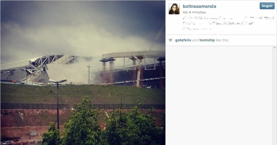 27.nov.2013 - Foto mostra estrutura que desabou no Itaquerão nesta quarta-feira