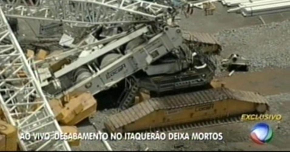 Imagens mostram estrutura que desabou no Itaquerão nesta quarta-feira; duas pessoas morreram