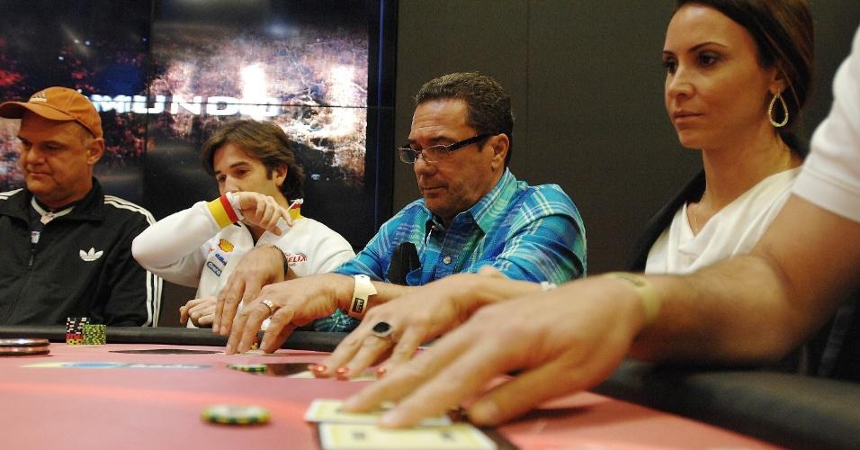 Maurren e a cara de estátua: jogadores de pôquer tentam sempre esconder as emoções