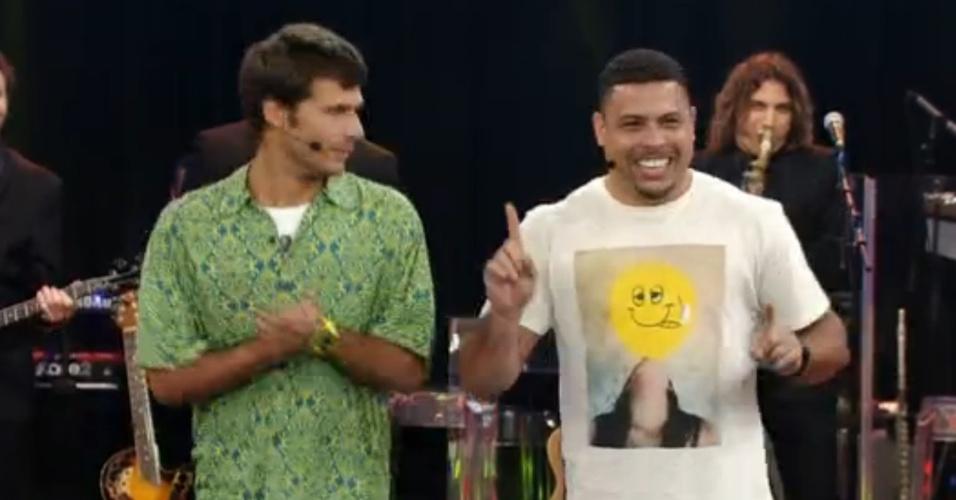 Ronaldo ensina gringo a 'se dar bem' com brasileiras na Copa do Mundo