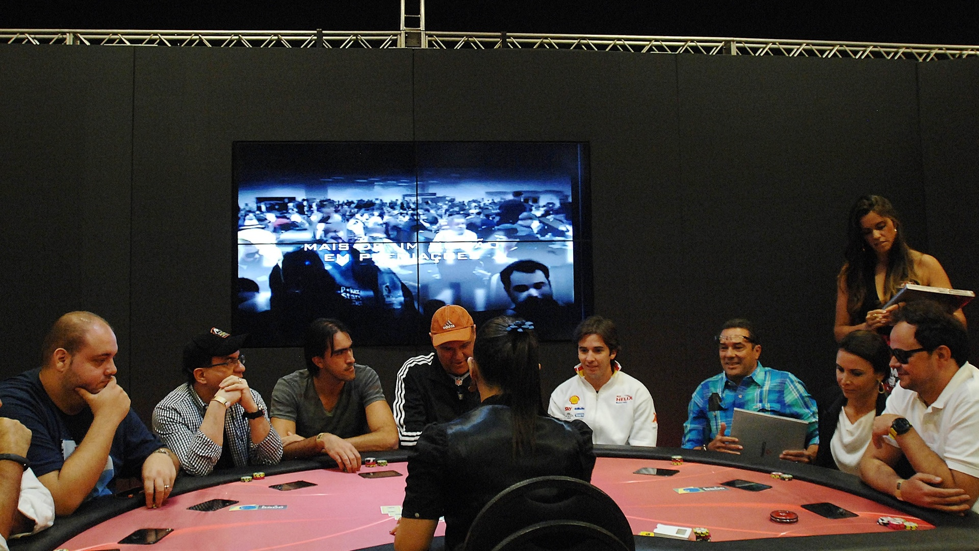 Uma mesa de celebridades foi realizada um dia antes do início do BSOP Millions, um campeonato de pôquer em São Paulo. A grande atração foi o técnico Vanderlei Luxemburgo, que deixou recentemente o Fluminense. Também jogaram Oscar Schmidt, ex-jogador de basquete, Maurren Maggi, campeã olímpica de atletismo, Popó Bueno, piloto da Stock Car, e o humorista do Pânico Carioca, entre outros