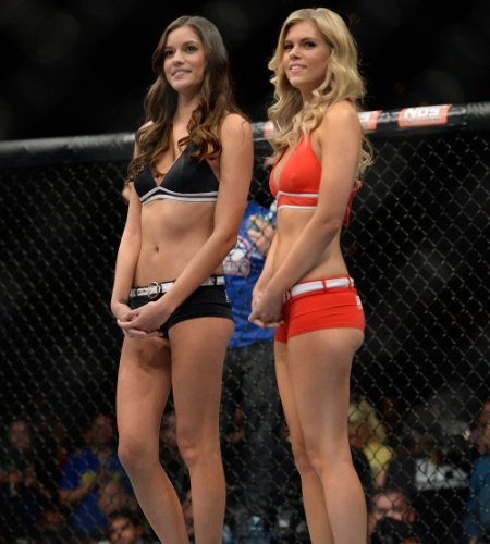 30.nov.2013 - As ring girls Vanessa Hanson e Chrissy Blair no octógono do TUF 18