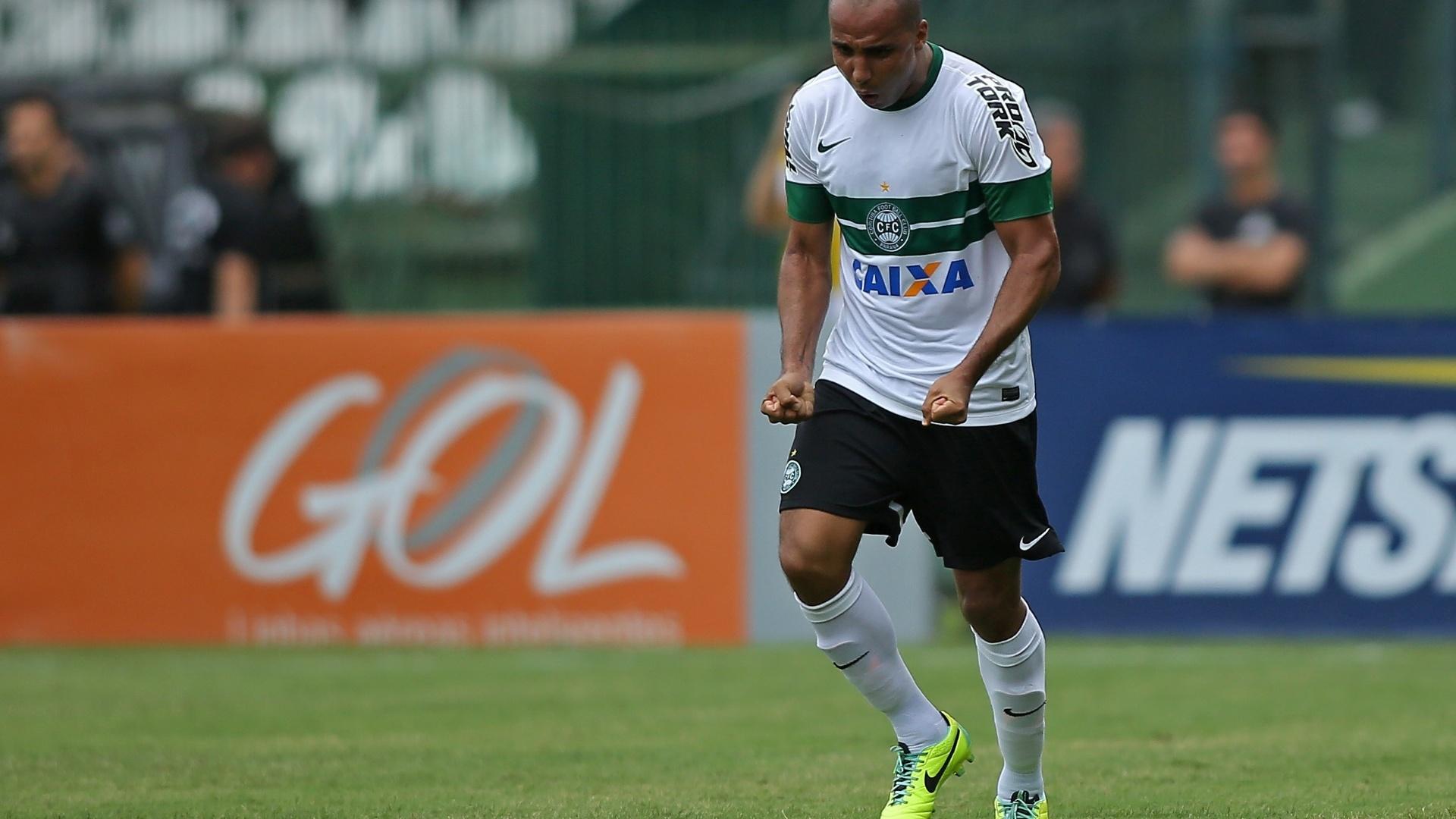 Deivid comera gol do Coritiba sobre o Botafogo