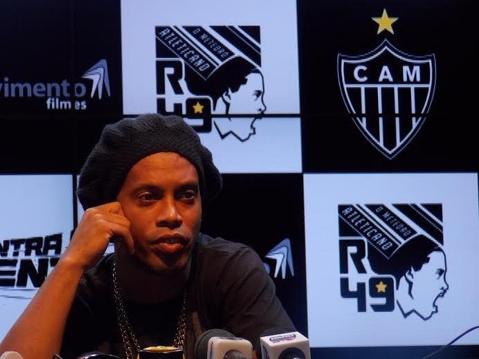 4 dez 2013 - Ronaldinho Gaúcho não confirmou renovação de contrato, mas disse que vive
