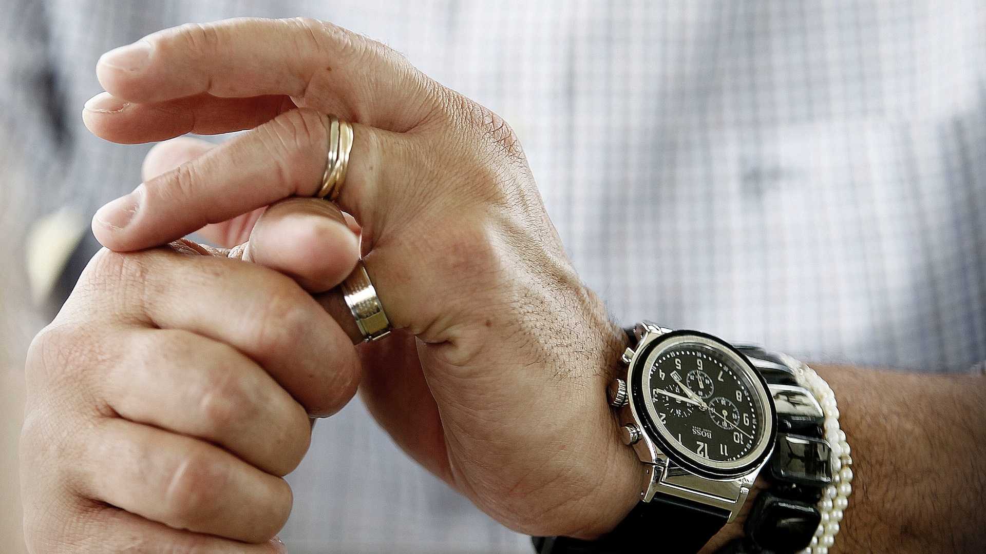 Detalhe do relógio e das pulseiras de Tite, que concedeu sua última entrevista exclusiva ao UOL Esporte como técnico do Corinthians