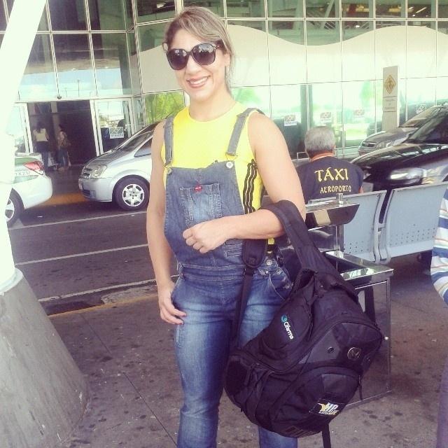 Lutadora brasileira Bethe Correia posa a caminho da Austrália, para sua estreia no UFC; ela encara Julie Kedzie na sexta-feira