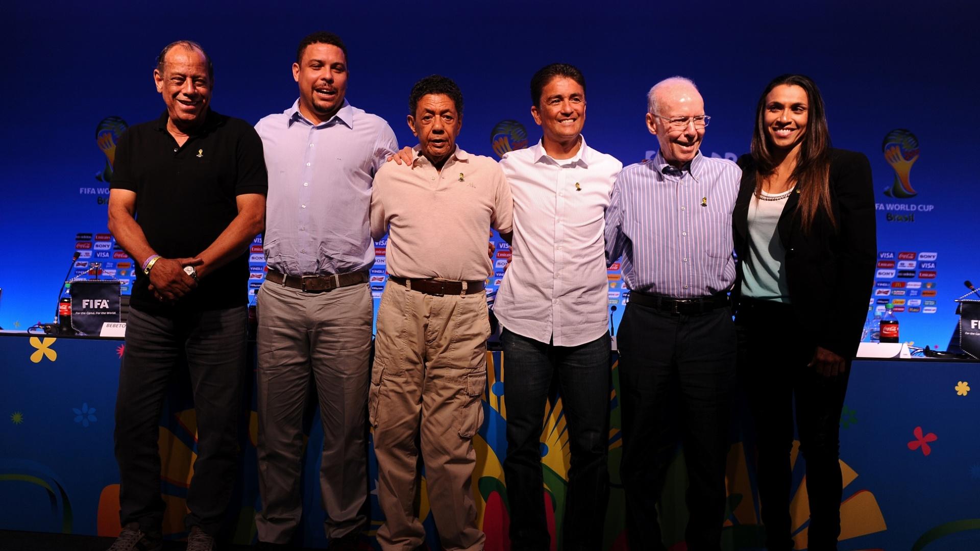 05.nov.2013 - Carlos Alberto Torres, Ronaldo, Amarildo, Bebeto, Zagallo e Marta em evento da Fifa na Costa do Sauipe