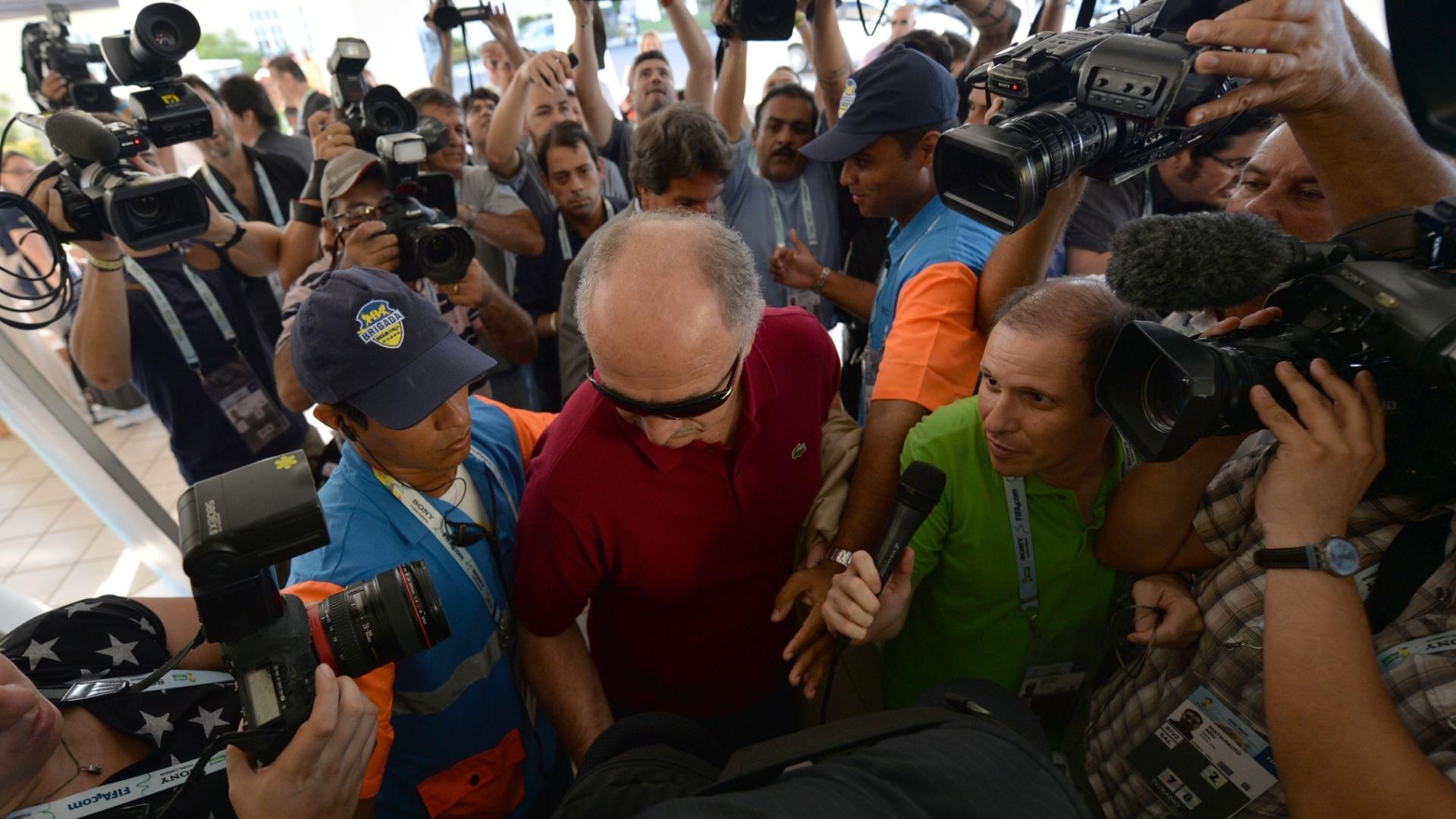 05.nov.2013 - Técnico Luiz Felipe Scolari também esteve presente no evento da Fifa