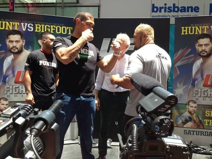 Antônio Pezão e Mark Hunt fazem encarada antes do UFC: Pezão x Hunt, em Brisbane