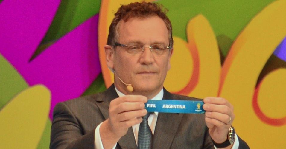 06.12.2013 - Jerome Valcke sorteia o nome da Argentina em cerimônia da Copa