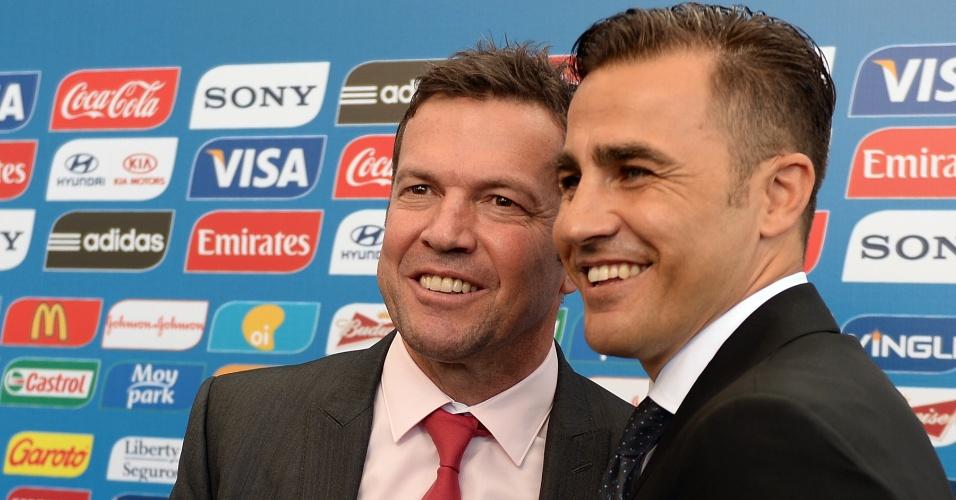 06.12.2013 - Lothar Matthaus e Fabio Cannavaro, astros do futebol mundial, posam para fotos no tapete vermelho da Fifa
