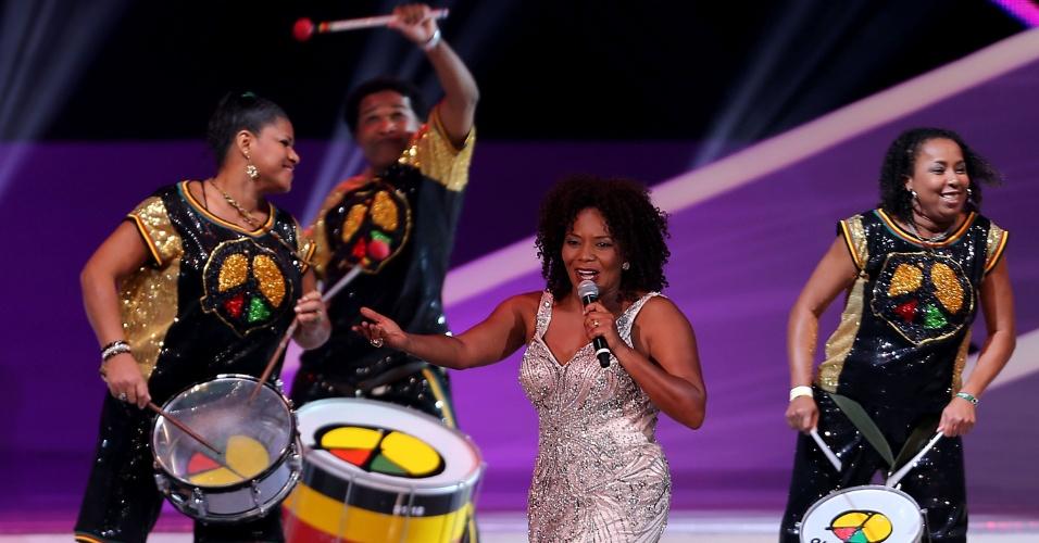06.dez.2013 - Margareth Menezes e o grupo Olodum se apresentam durante o sorteio dos grupos da Copa do Mundo de 2014