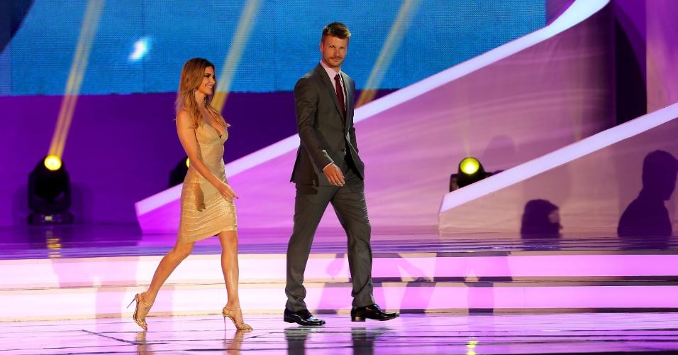 Fernanda Lima e Rodrigo Hilbert apresentam a cerimônia do sorteio dos grupos da Copa do Mundo