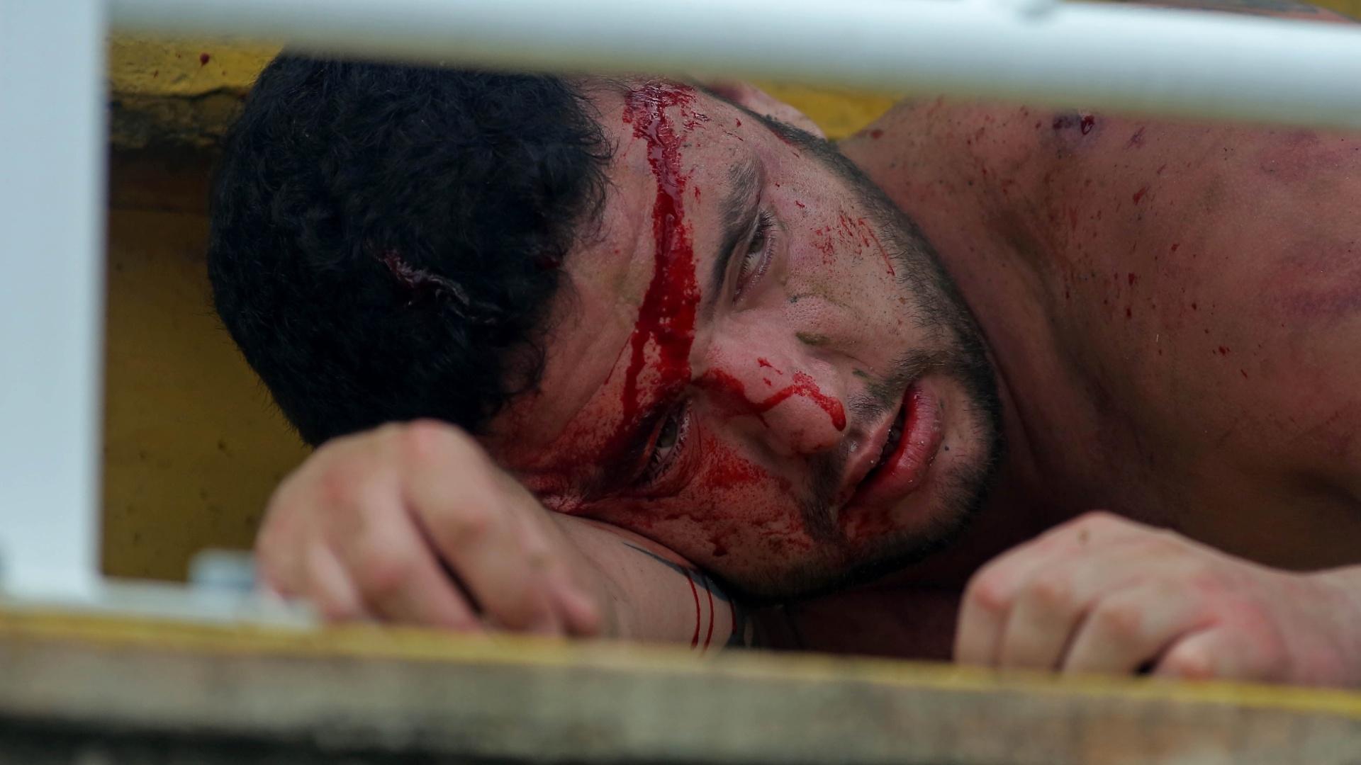 Torcedor do Atlético-PR fica ferido durante o confronto com torcedores do Vasco