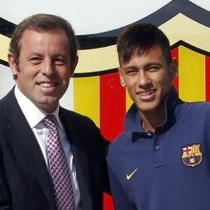 http://imguol.com/c/esporte/2013/12/09/presidente-do-barcelona-sandro-rosell-sauda-neymar-na-chegada-do-craque-ao-time-catalao-1386585172854_300x300.jpg