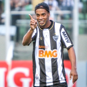 ronaldinho-gaucho-durante-o-empate-do-at