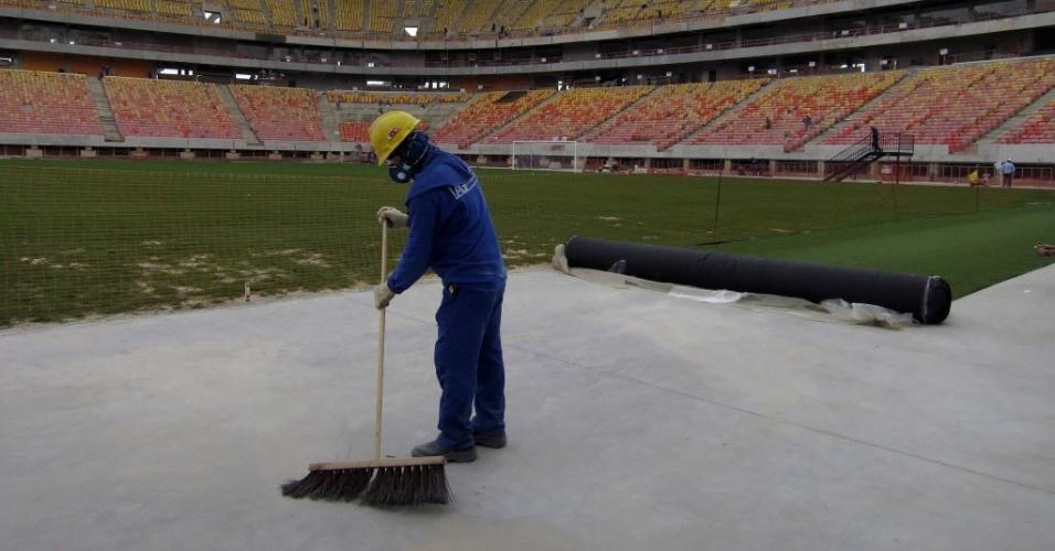 Obras da Arena da Amazônia em dezembro de 2013
