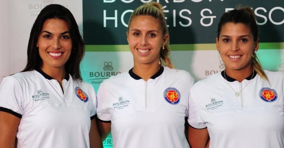 12.dez.2013 - Luciane Escouto, Valente e Mari Paraíba foram apresentadas como reforços e musas do Barueri