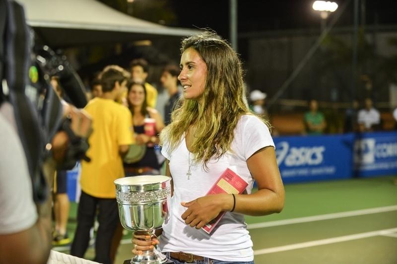 A tenista Paula Gonçalves conta que é vaidosa, mas não para entrar em quadra: