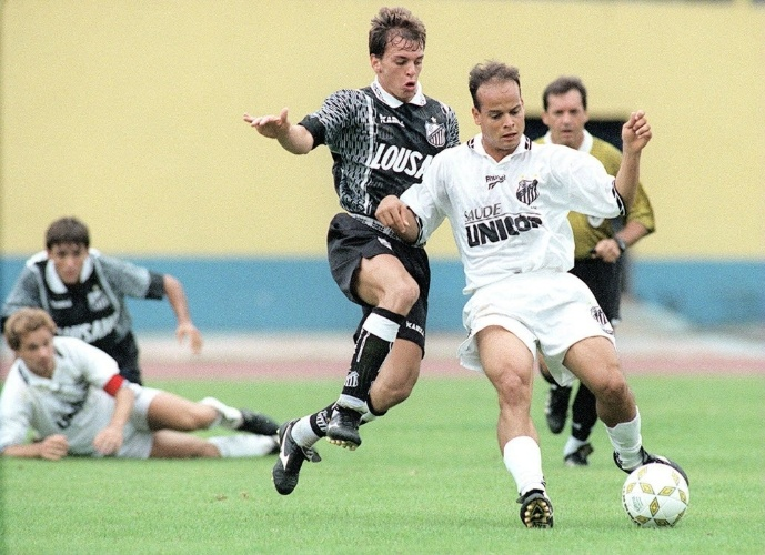 Bragantino em empate com o Santos em 96. Time do interior também foi rebaixado e foi o outro clube beneficiado com a decisão de não haver queda nenhuma