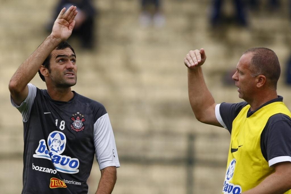 Danilo e Mano Menezes trabalharam juntos no Corinthians. Chegada do meia ao clube foi após pedido do técnico