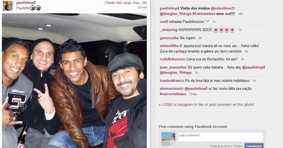 Edenilson, Fábio Santos, Paulinho e Douglas durante encontro em Londres