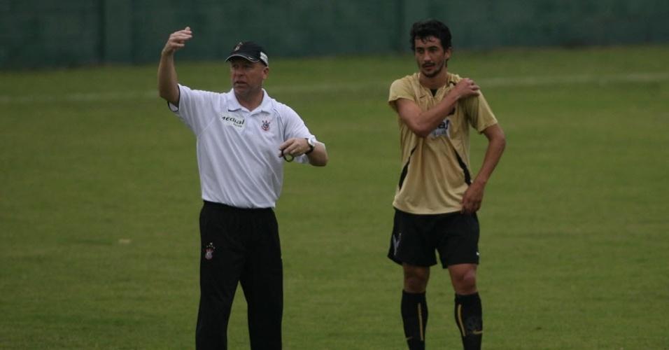 Mano Menezes e Douglas trabalharam juntos no Corinthians e seleção brasileira