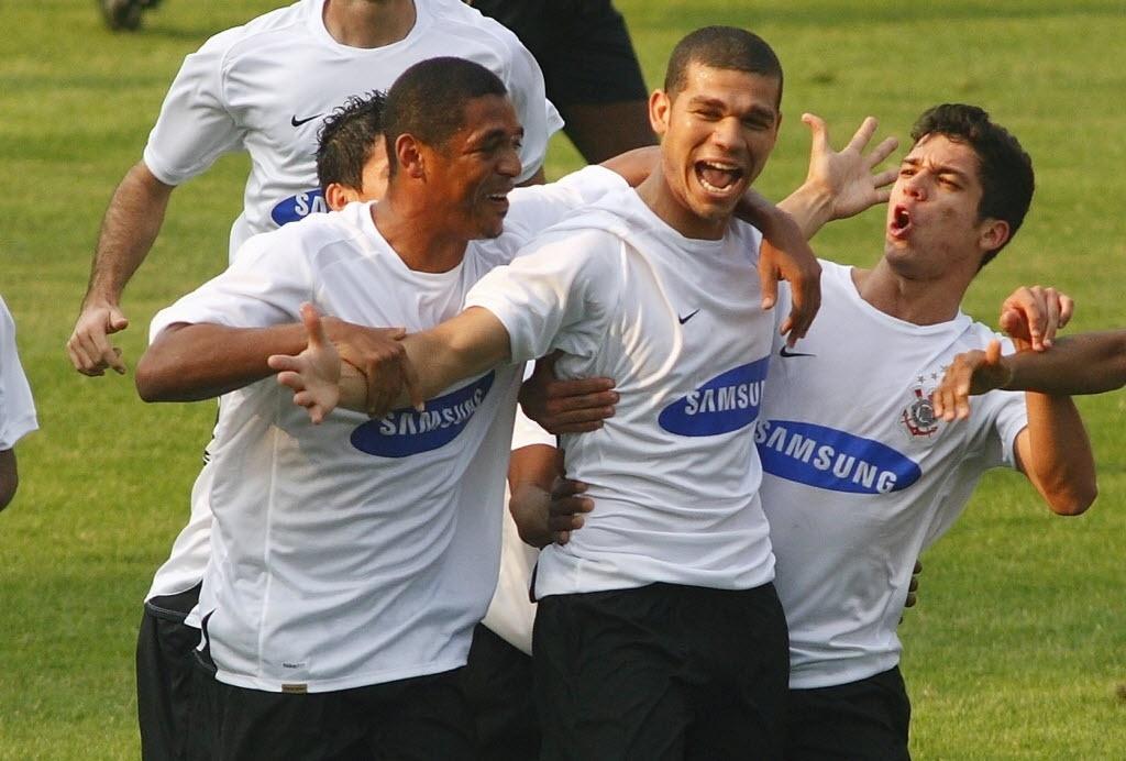 Nilton, em passagem pelo Corinthians em 2007