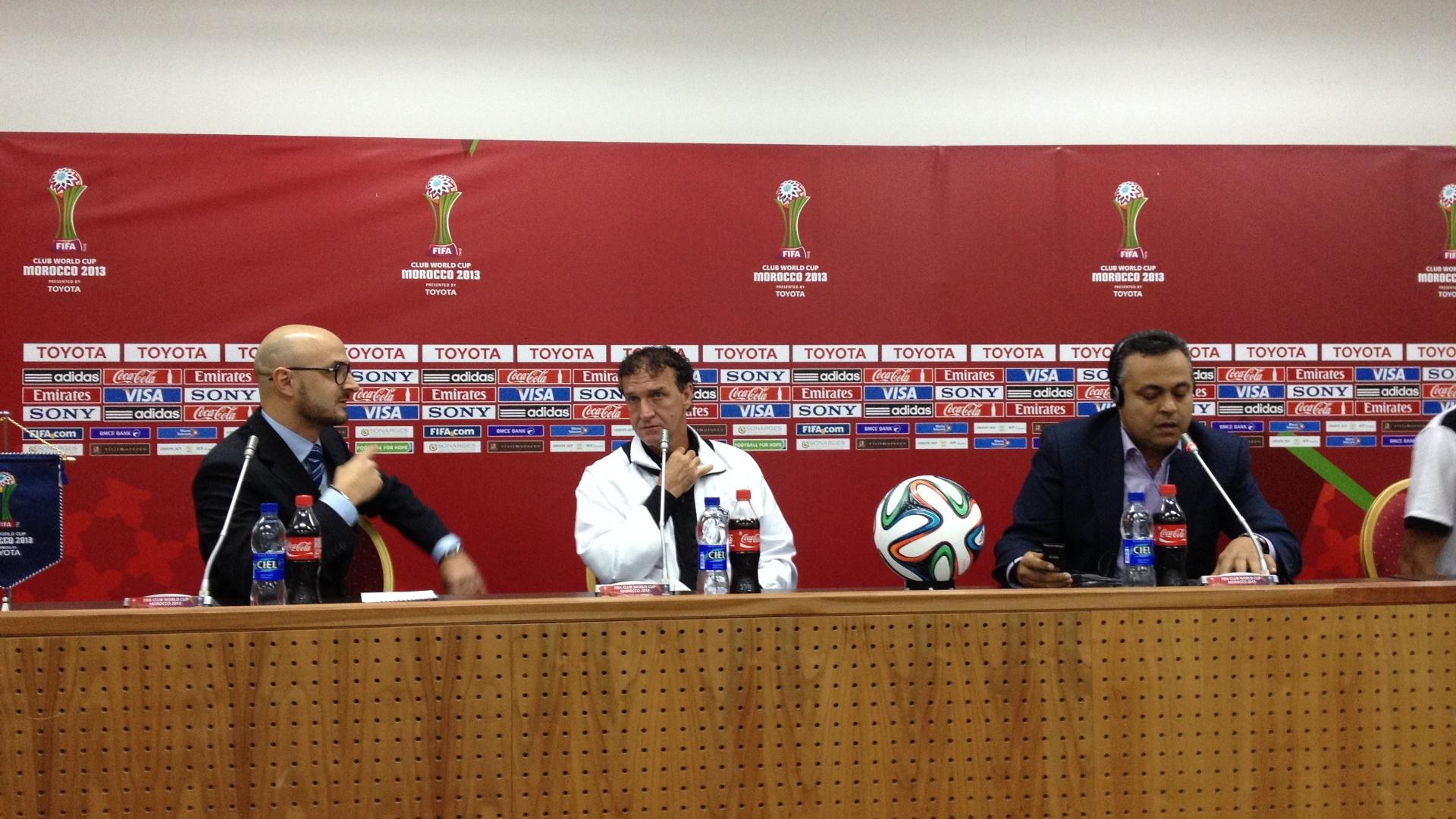 Técnico Cuca, do Atlético-MG, concede entrevista coletiva na preparação para o Mundial de Clubes