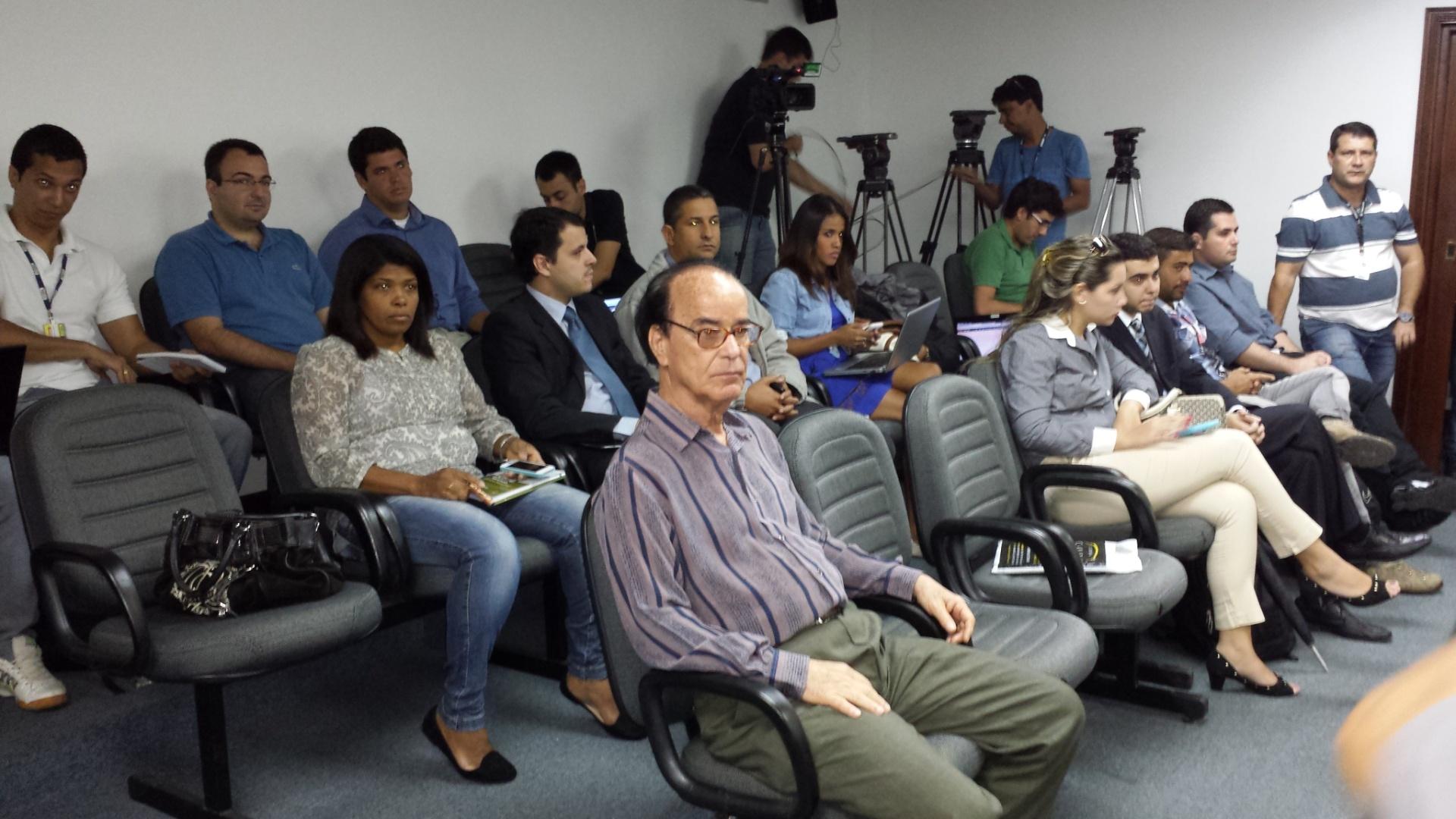 Antônio Lopes, dirigente do Atlético-PR, acompanha julgamento no STJD por confusão durante jogo com o Vasco em Joinville