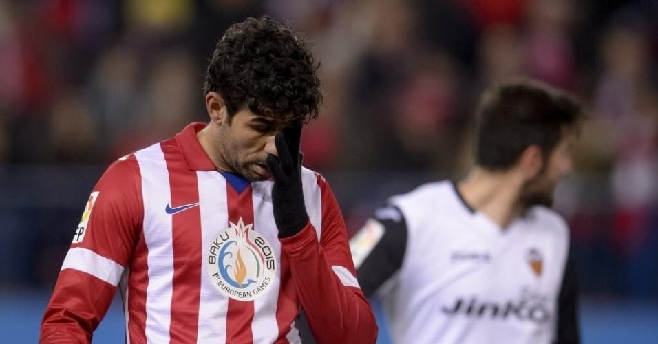 15.dez.2013 - Diego Costa lamenta após perder jogada na partida entre Atlético de Madri e Valencia, pelo Campeonato Espanhol